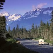 cars-alaska-highway
